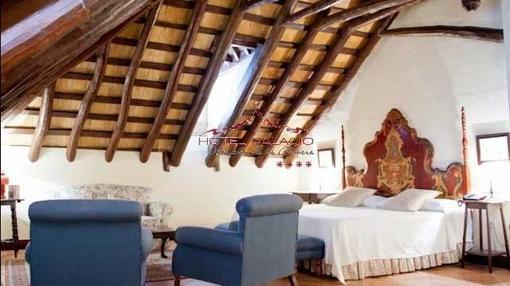 Imagen de una de las habitaciones abuhardillasas. Fuente: hotelpalaciodelmarques.es
