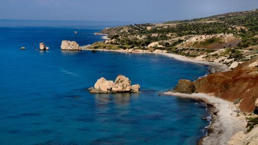«Petra tou Romiou» (La Roca de los Griegos), donde dice la tradición que Afrodita surgió de las olas