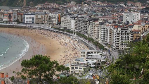 Vista panorámica de San Sebastián y de la playa de La Concha
