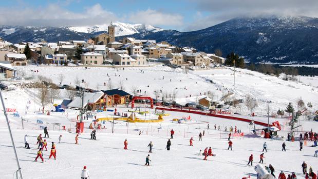 Un día de esquí en el pueblo estación de Les Angles