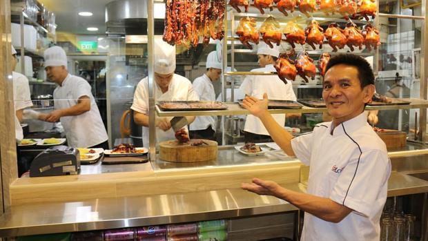 Chan Hong Meng, en Hawker Chan, su nuevo restaurante abierto en Singapur