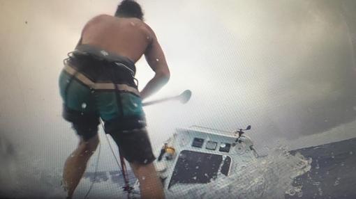 Bertish pelea contra una tormenta a mar abierto