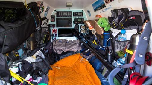 El compartimento donde Bertish transportaba comida e instrumentos técnicos. Y donde descansaba