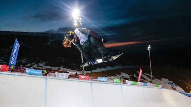 Prueba nocturna del Campeonato de Snowboard y Freestyle 2017. Fuente: sierranevada2017.es