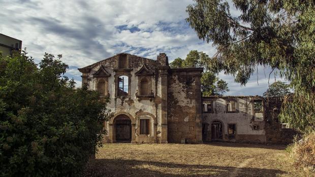 Estado del exterior del convento antes de empezar con su rehabilitación en agosto de 2016