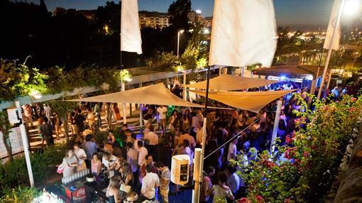 Terrazas de verano, dos ambientes para la tarde y la noche. Fuente: muellenewyork.com
