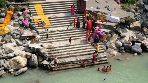 Baño sagrado en Rishikesh
