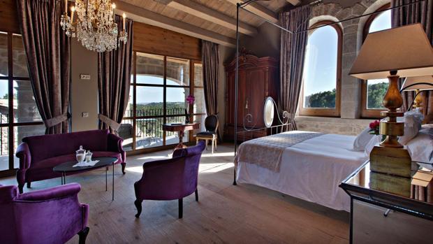 Habitación del hotel La Vella Farga, en la provincia de Lérida
