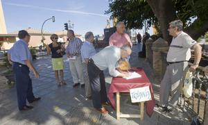 Triana recoge más de 2.000 firmas y prepara una nueva manifestación