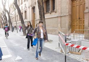 La caída de una monja provoca protestas contra el carril bici en Triana